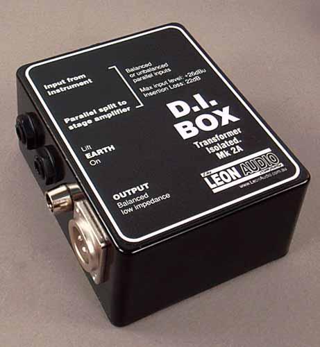 Imagen de una caja directa, implemento usado para adaptar impedancias y balancear señales
