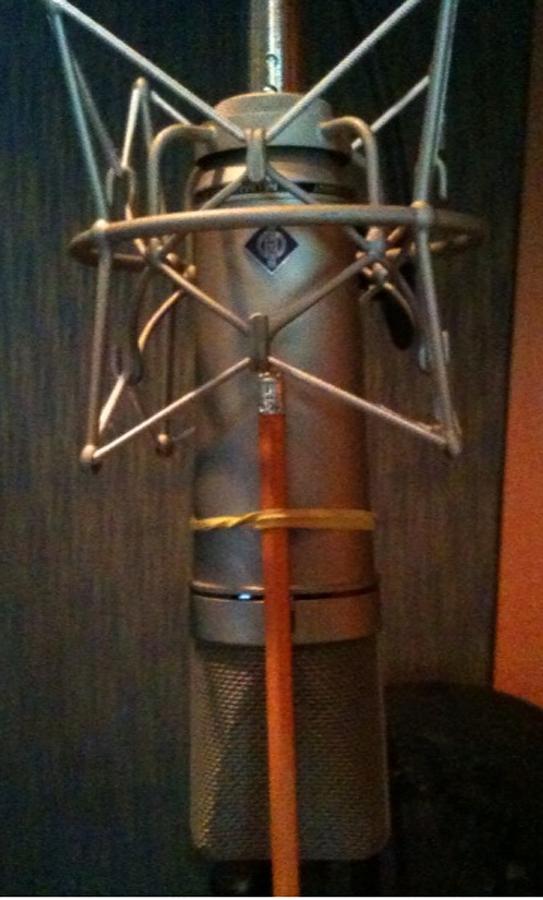 Truco lápiz sobre micrófono para reducir sibilancia.