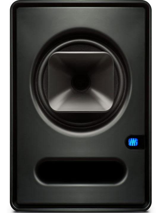 Monitor de estudio de diseño coaxial moderno, de la marca Presonus modelo Sceptre s6. Se puede observar que del woofer sale una bocina que actúa como componente de las altas frecuencias.
