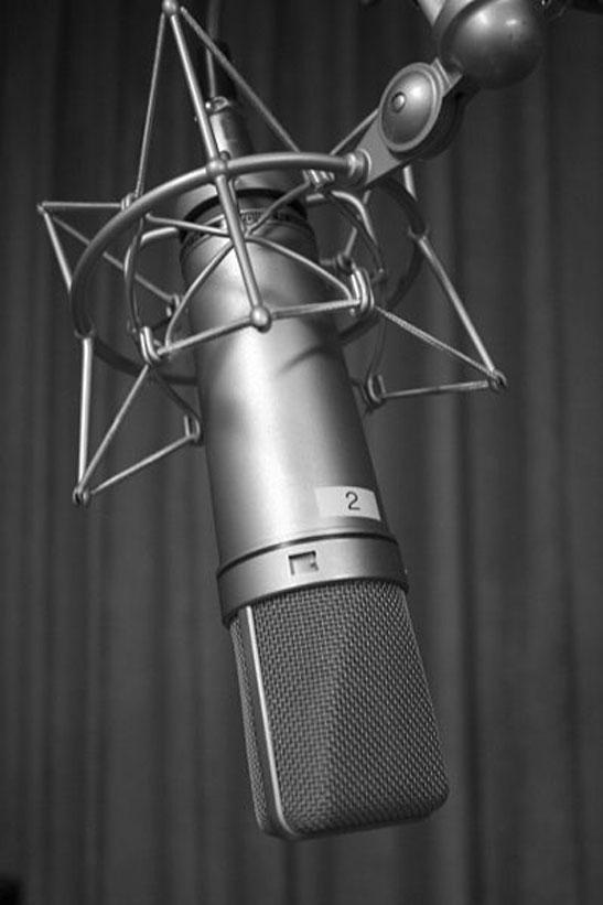 Ejemplo de micrófono de condensador de la firma Neumann, modelo U87.